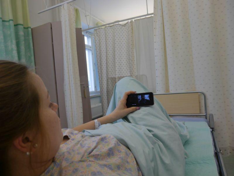 mitä ihmiset ovat ennen älypuhelimia tehneetkään sairaalassa makoillessaan?