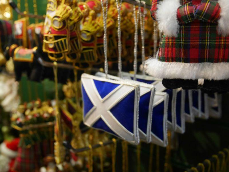 Koriste eräässä Edinburghin ympärivuotisessa joulukaupassa