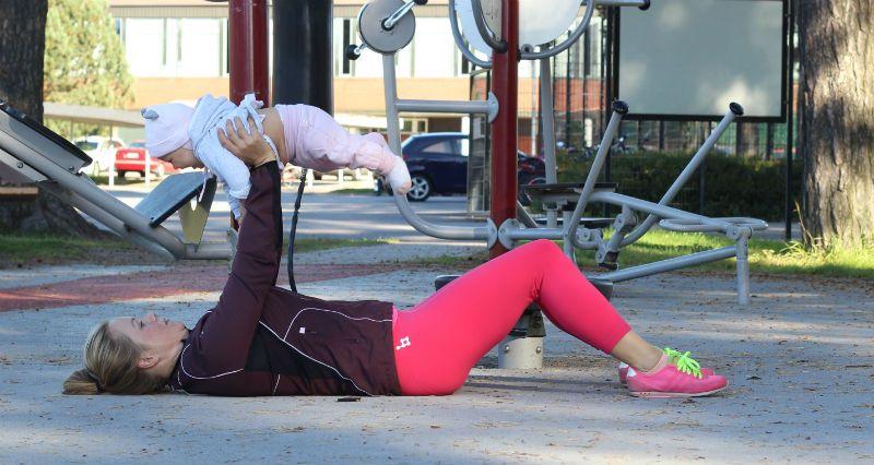 ojentajapunnerrus-vauvan-kanssa