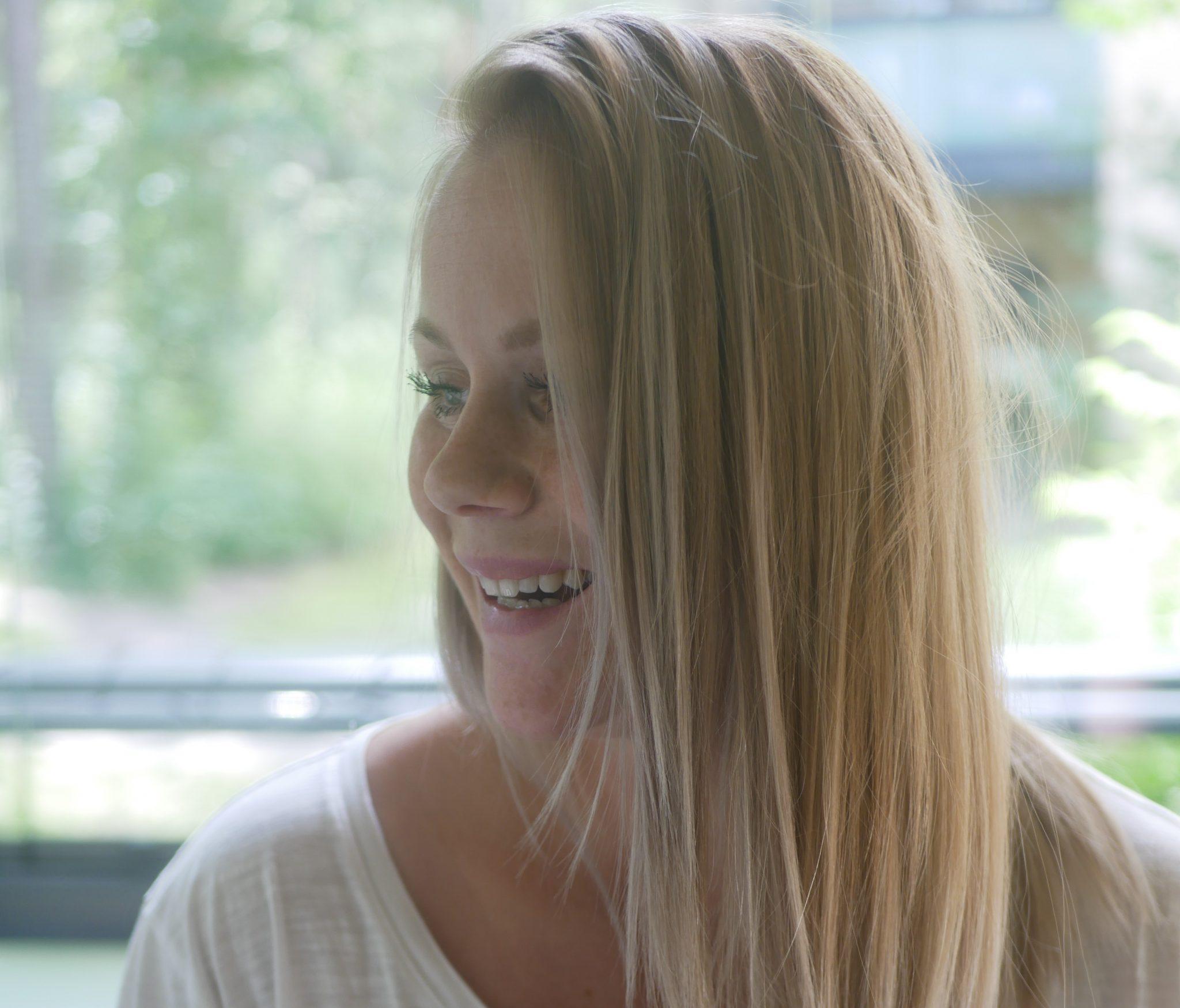 hiusmallit pyöreät kasvot kuuma blondi