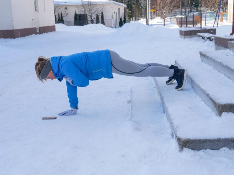 tehokas kehonpainotreeni: olan taputukset