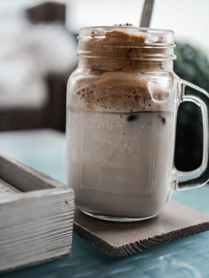 sokeriton dalgona-kahvi