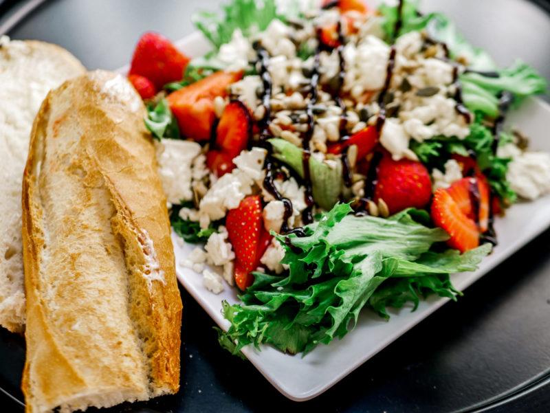 feta-mansikka -salaatti